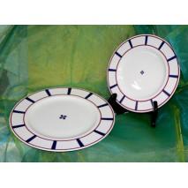 Assiette plate et croix basque