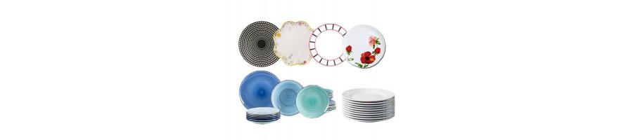 Assiettes de toutes formes, tailles et couleurs.