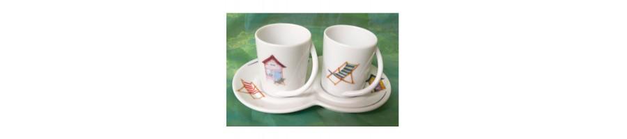 Retrouvez notre sélection de duo pour le café (cadeau très apprécié) et nos différentes formes de mugs, le tout décoré dans notre atelier.